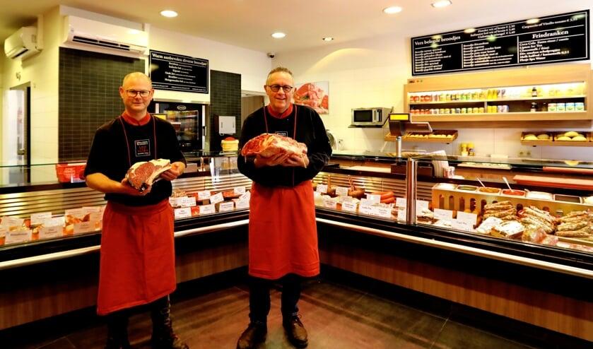 Patrick Elderhorst en Leo van Vliet hebben een passie voor het slagersvak (Foto: Koos Bommelé)