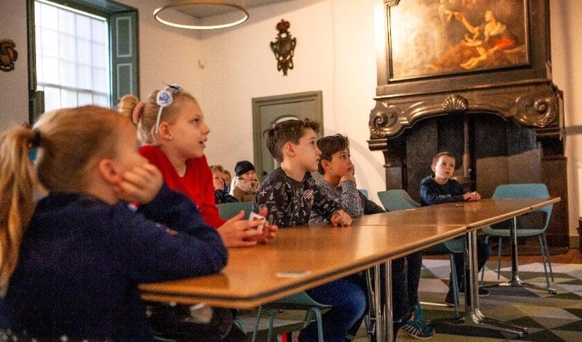 Tijdens vier colleges ontdekken de kinderen de bijzondere verzameling van het Delftse museum