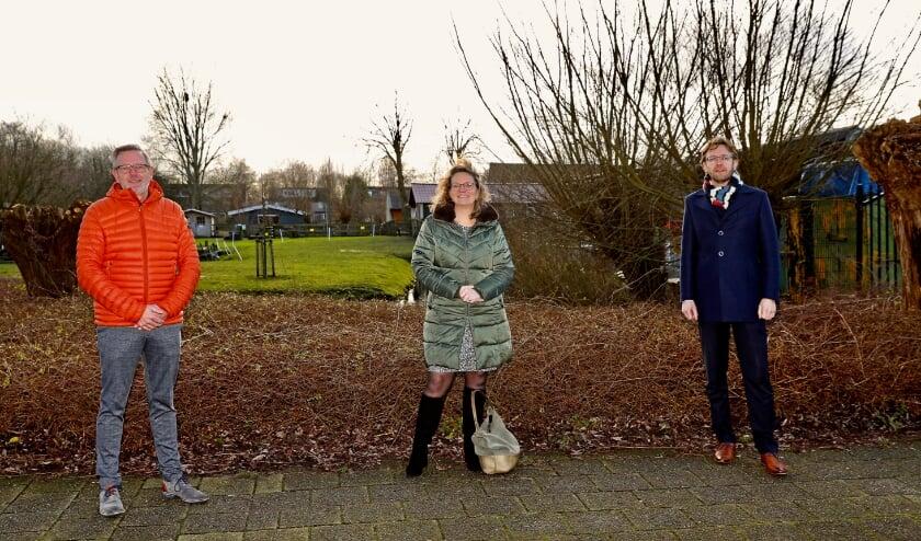 <p>Schoolbestuurders Ton Christophersen, Caroline Verspille en Robert Lock willen graag het gesprek aangaan met de partijen die betrokken zijn bij de groene campus. (Foto: Koos Bommel&eacute;)</p>