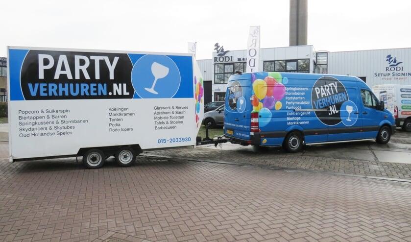 Het vervoer van Partyverhuren.nl valt goed op op de weg