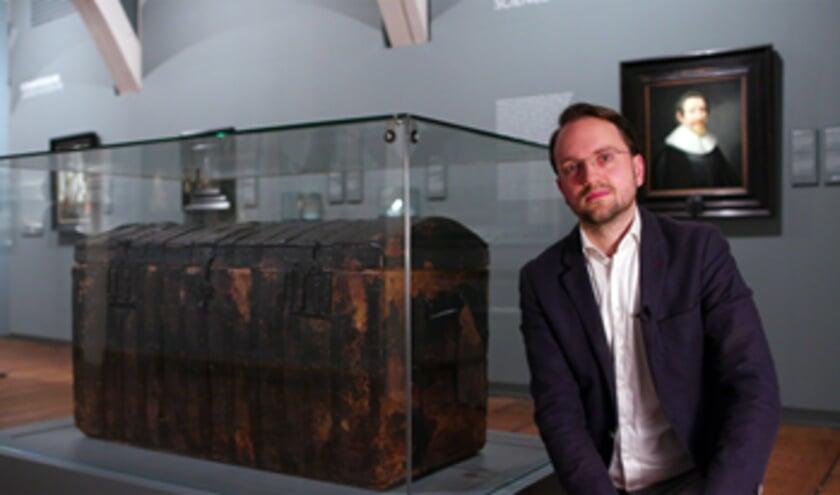 <p>Conservator David de Haan tijdens de opnames van de korte film over Hugo de Groot (Foto: Ivo Hoekstra)</p>