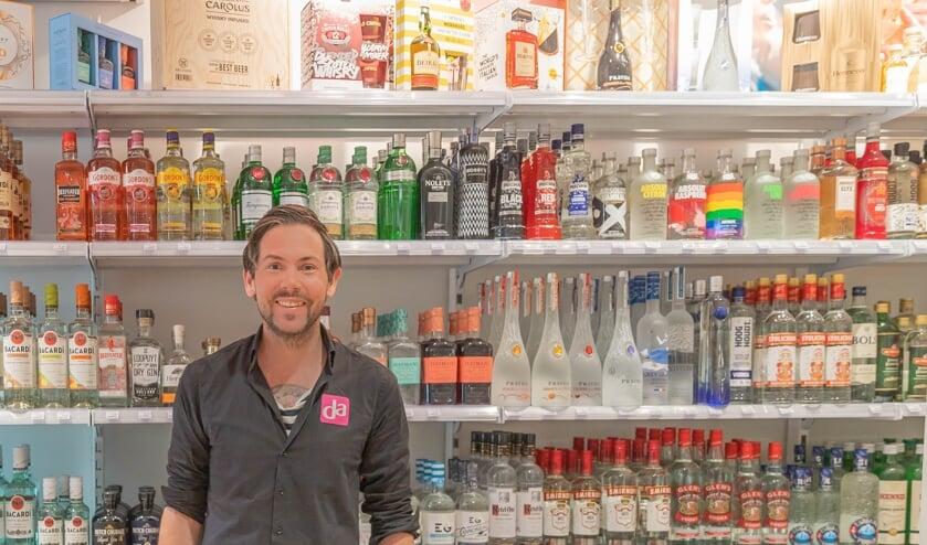 <p>Jeroen Scholten: &quot;Voor een drankje hoef je nu niet de wijk uit.&quot; (Foto: PR)&nbsp;</p>
