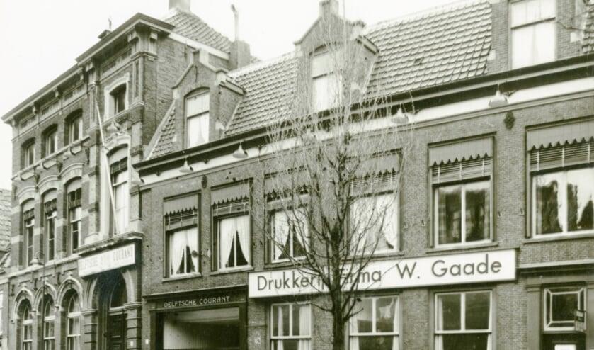 <p>Bij Drukkerij W. Gaade aan de Verwersdijk rolt op 7 december 1946 de Delftsche Courant weer van de persen, anderhalf jaar n&aacute; de bevrijding. (Foto: Van der Reijken; Stadsarchief Delft)</p>