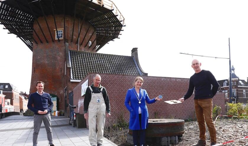 <p>v.l.n.r. Jelle Boonstra, Jan Spruit, burgemeester Van Bijsterveldt en <br>Gaston Badoux. (Foto: Koos Bommele) &nbsp;</p><p><br></p><p>Jelle Boonstra, Jan Spruit,</p>