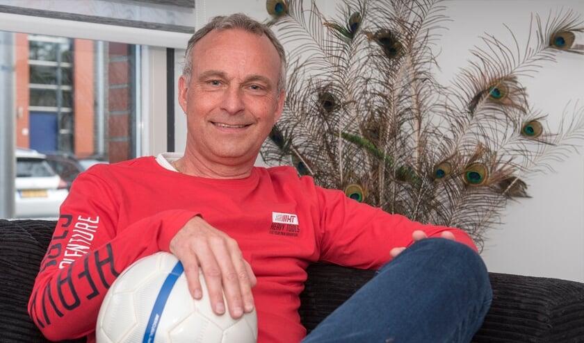 <p>Marc Rijneveen is trots dat er nu veel eigen opgeleide spelers in het eerste elftal van sv Wippolder spelen. (foto: Roel van Dorsten)</p>