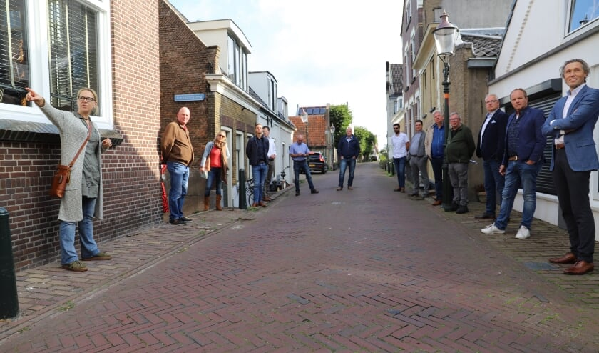 De werkgroep Dorpsstraat maakte zaterdag een tour met raadsleden. (foto en tekst: Erik van Leeuwen)