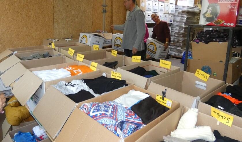 Leden van 'Waddinxveen helpt Lesbos' zijn overrompeld door alle hulp. (foto en tekst: Annette van den Berg)