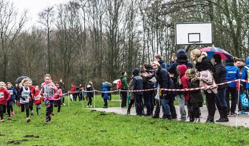 <p>De jeugd in actie tijdens de Gouweboscross van een eerder seizoen.</p>