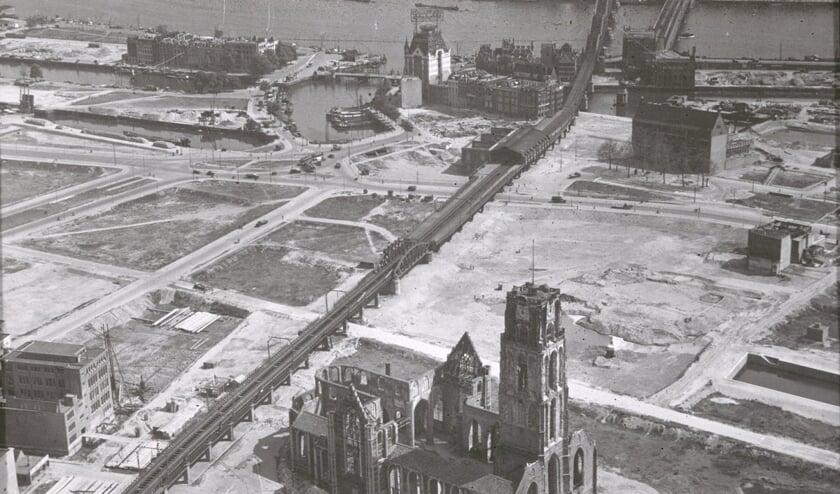 De Laurenskerk raakte zwaar beschadigd door het bombardement op Rotterdam van 14 mei 1940. (foto: Rijksdienst voor het Cultureel Erfgoed)