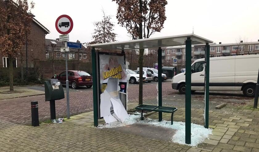In Moordrecht zijn 4 bushokjes gesneuveld aan de Koningin Julianastraat en Land voor Water. (foto: Erik van Leeuwen)