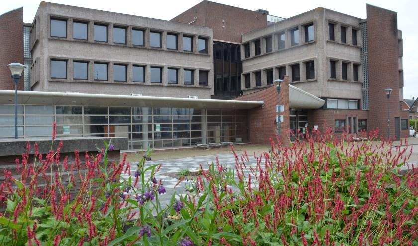 Het voormalige gemeentehuis. (archieffoto Hart van Holland)