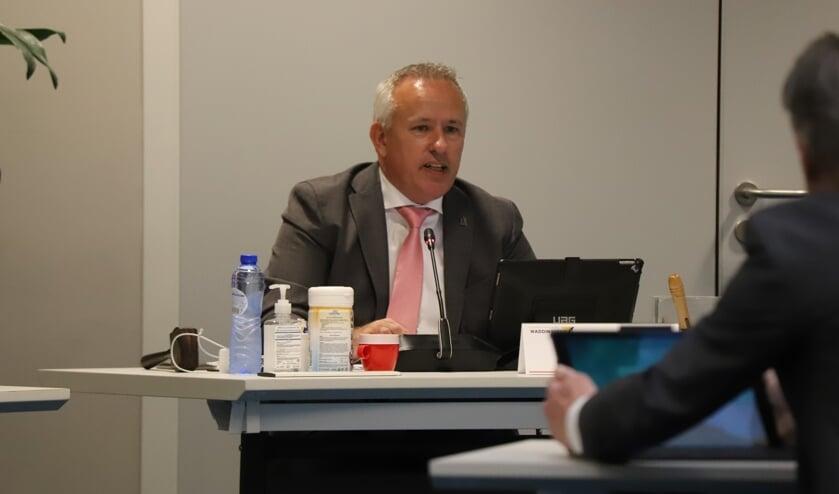 <p>Raymond Boer (VVD) nam de rol als voorzitter van de raad even over.</p>