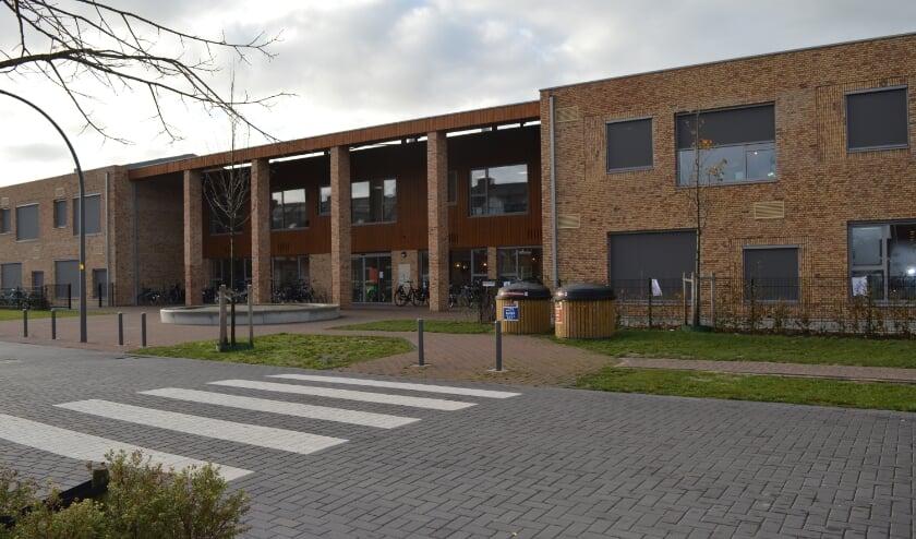 <p>Na de meivakantie verhuisden de Dick Brunaschool en TOV naar dit nieuwe complex in Triangel.</p>