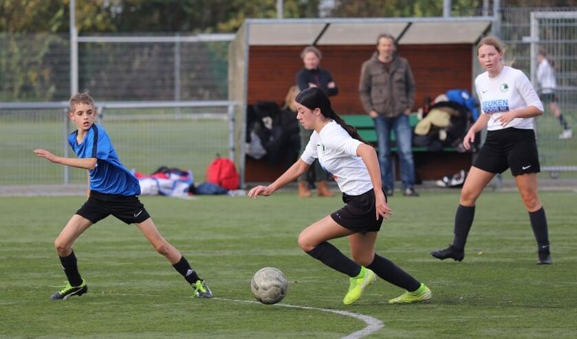 <p>De jongens tegen de meisjes: een klassieker bij elke sport.</p>
