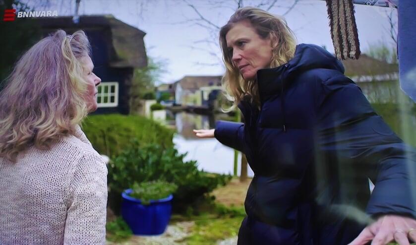 Sophie Hilbrand met 'frontvrouw' Kim Wittop Koning in 'oorlogsgebied'.