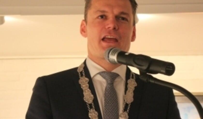 burgemeester Nieuwenhuis. (foto archief Hart van Holland)