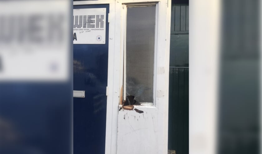<p>Het clubgebouw van Kwiek is beschadigd. (tekst: Erik van Leeuwen/foto: Kwiek)</p>
