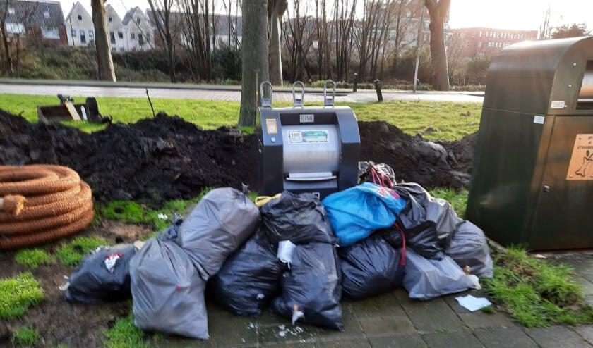 """<p pstyle=""""Kop Middel"""">&#39;Plaats geen afval naast de container&#39;, is het dringende advies van wethouder Leferink.</p>"""