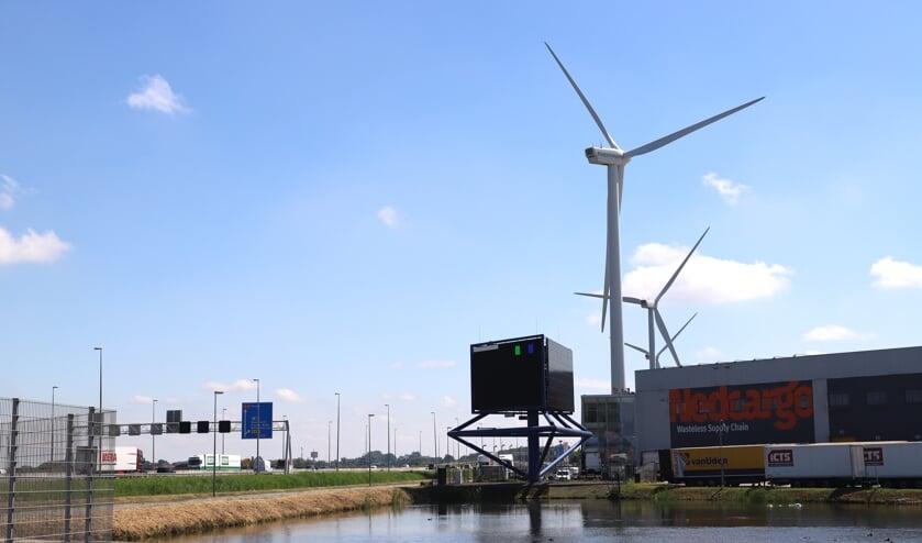 <p>&#39;Zonnepanelen op daken van bedrijven en op de hoeken van bedrijfsterreinen windturbines.&#39;</p>