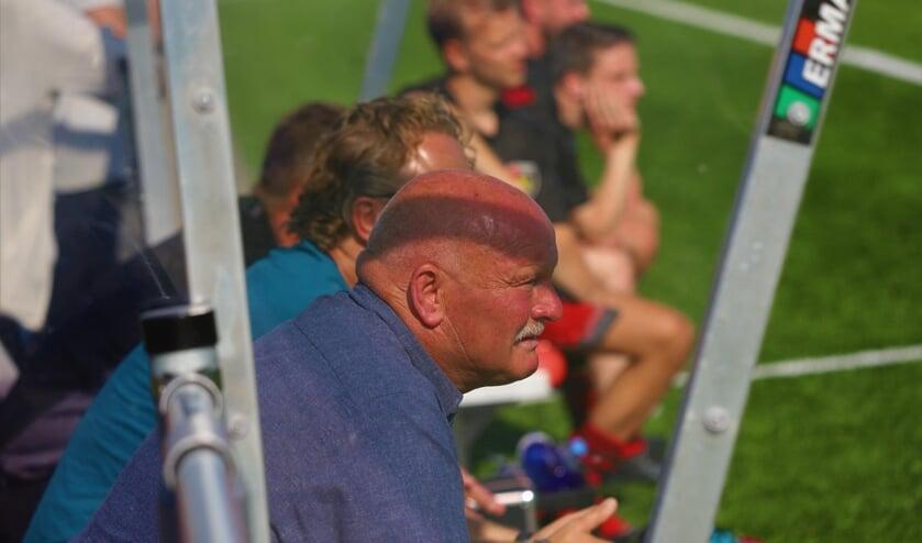 <p>Trainer Ren&eacute; van Beek moet nog even geduld hebben voor hij met Groeneweg aan het zaterdagvoetbal kan beginnen.</p>