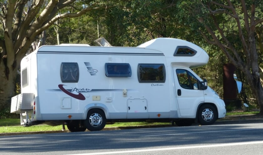 <p>In coronatijd trekken steeds meer mensen eropuit met een camper.</p>