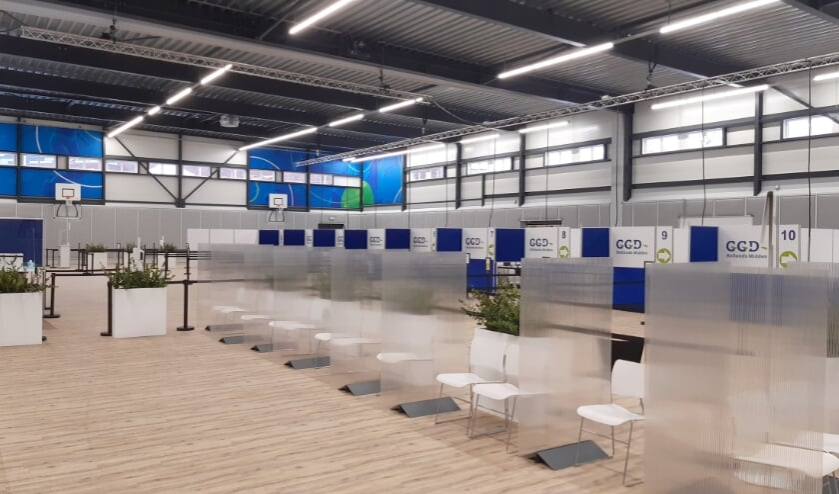 <p>De vaccinatiehal in Gouda legde het Streekarchief Midden-Holland al vast. Welkom zijn bijvoorbeeld nog foto&#39;s die de afstandsregel illustreren.</p>