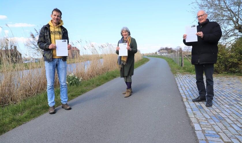 <p>&quot;Zolang de plannen nog niet helemaal van tafel zijn, blijven wij ongerust&quot;, zeggen Micke en De Vries (links).</p>