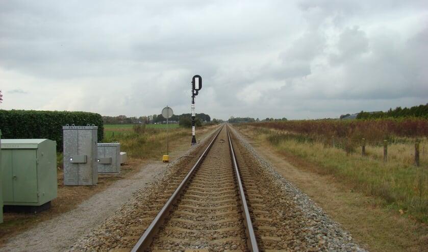 <p>De Maaslijn is nu nog een veelal enkelsporige spoorlijn tussen Roermond en Nijmegen.</p>
