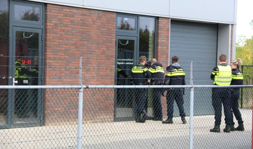 Politie valt drugspand aan Ewinkel in Cuijk binnen: duo opgepakt. (foto: SK-Media)