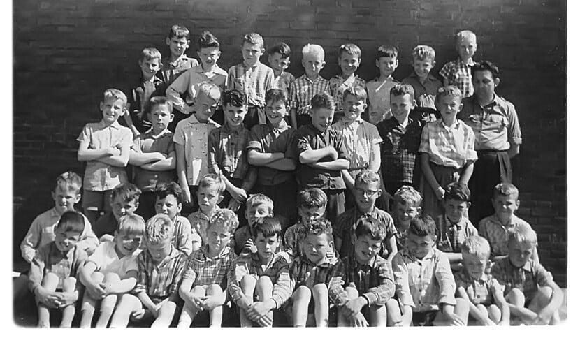De zesde klas van St. Jozef uit Volkel uit het jaar 1962/1963.