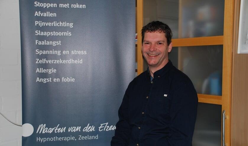 Maarten van den Elzen in zijn praktijk in Zeeland.