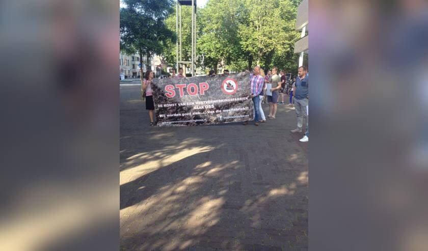 Een eerder protest van buurtgewoners. (Foto: Facebook Stop Mestfabriek Oss)
