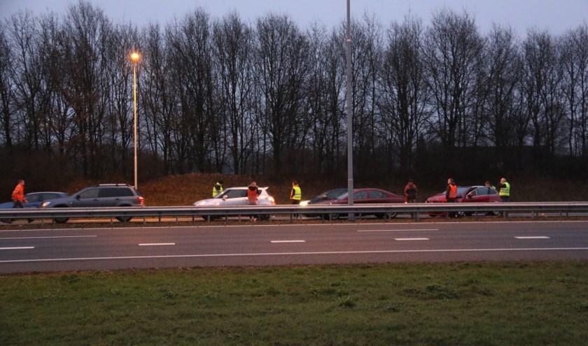 Een vertrouwd beeld op de A73: een ongeval, meestal zonder letsel. (archieffoto: SK-Media)