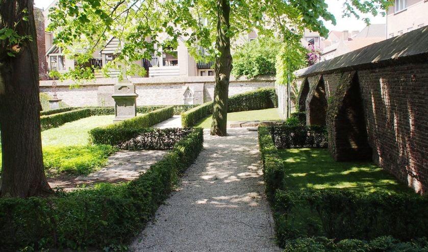 Het aantal graven in de Graafse Urnentuin wordt uitgebreid.
