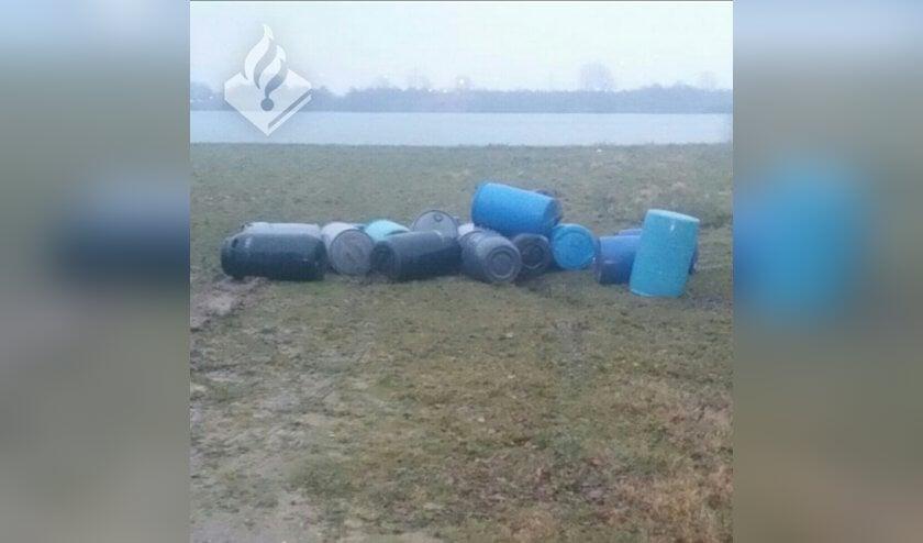 Drugsafval gevonden bij Kraaijenbergse Plassen in Linden. (foto: Politie Cuijk)
