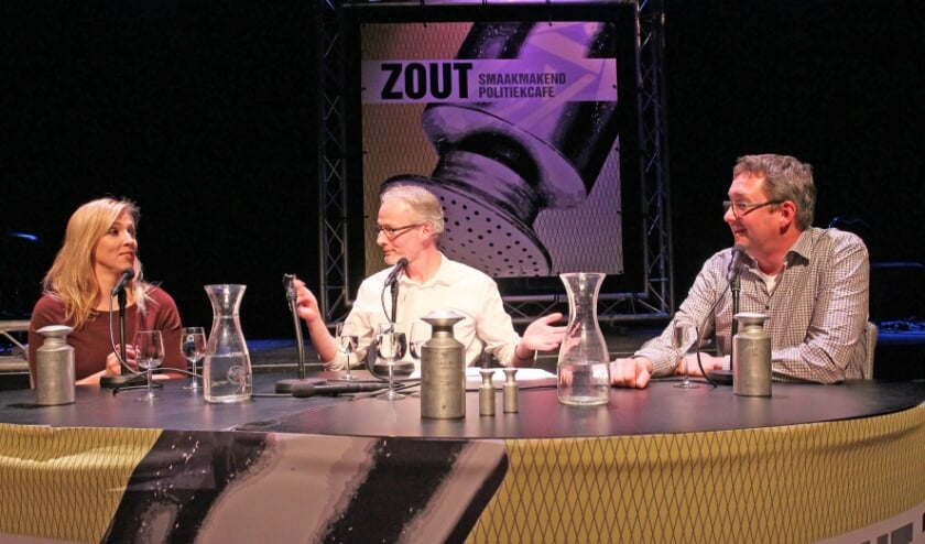Lilian Marijnissen (links) en René Peters (rechts) in politiek café Zout.