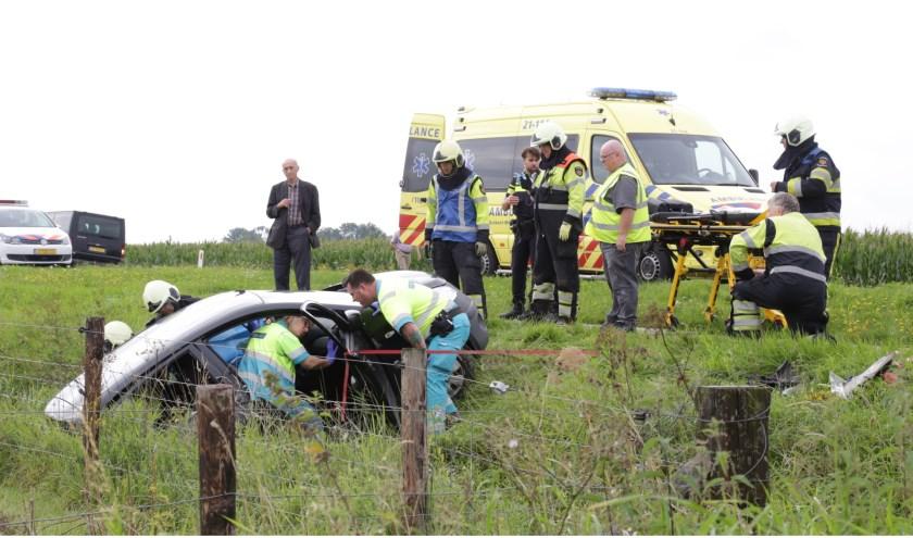 Ongeval op de John F. Kennedybaan. (Foto's: Maickel keijzers/ Hendriks multimedia)