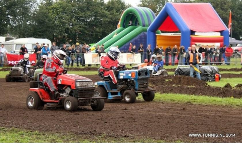 Westerbeek is ook bekend door de jaarlijkse grasmaaierraces.