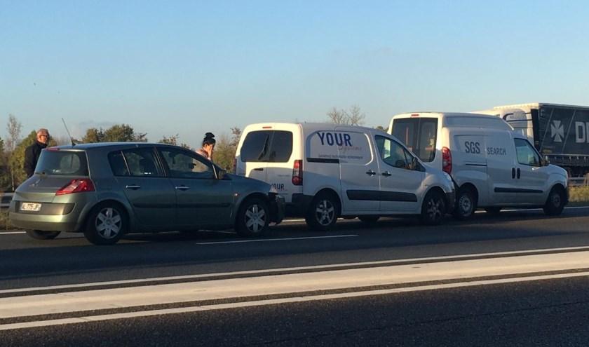 Drie auto's botsen op A50 bij Ravenstein.