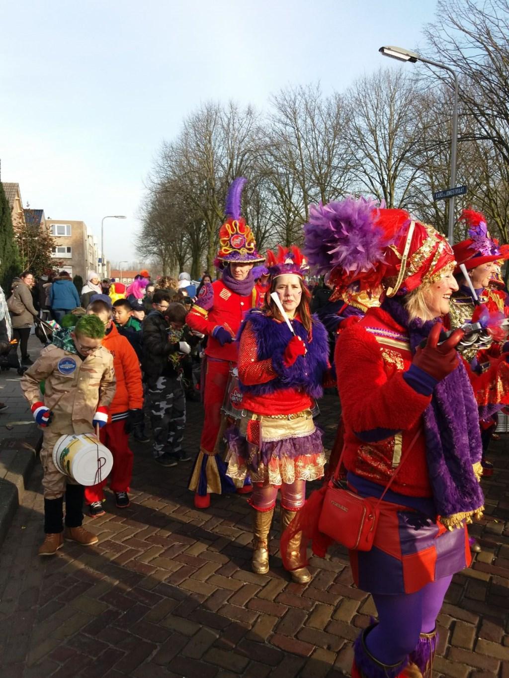 Carnavalsoptocht basisschool De Teugelaar.  © Kliknieuws Oss