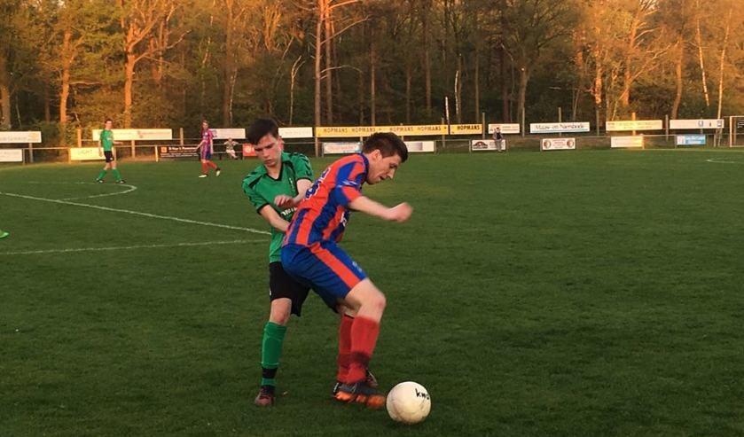 Een duel tijdens Heijen tegen OKSV.