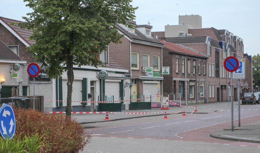 De politie doet onderzoek naar een explosie bij een horecapand aan de Berghemseweg ( Foto's : Maickel Keijzers / Hendriks Multimedia )