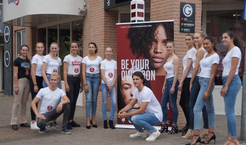 Tientallen jongeren uit de regio deden mee aan de casting bij Kapsalon Gijsbers in Boxmeer.
