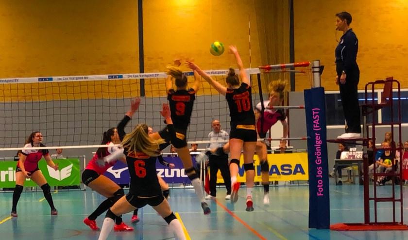 De volleybalsters van FAST kwamen spelen zaterdag tegen Set Up'65.