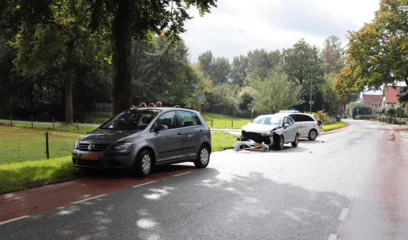 Ongeluk op de Zwarteweg in Milsbeek, niemand raakte gewond.