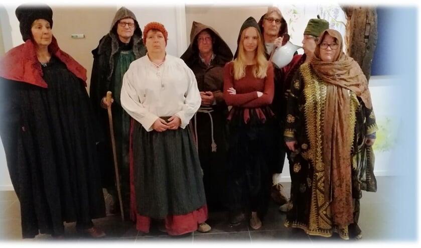 'Middeleeuws Moordspel' in Het Doehuis in Cuijk. Terwijl de gasten genieten van een maaltijd uit vervlogen tijden, moeten zij tevens onderzoeken wie de moord heeft gepleegd.