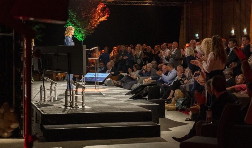 Staande ovatie voor Lotte Klaver.