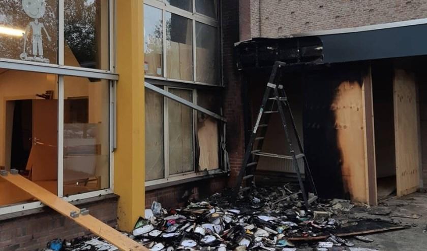 De schade van de brand bij IKC Regenboog in Oss. (foto: Facebook Politie Oss)