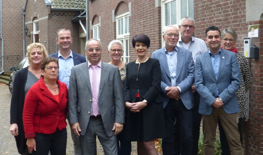 De gemeenten,Centrum Mantelzorg en Sociom hebben een samenwerkingsovereenkomst ondertekend voor het programma 'In voor mantelzorg-thuis'.