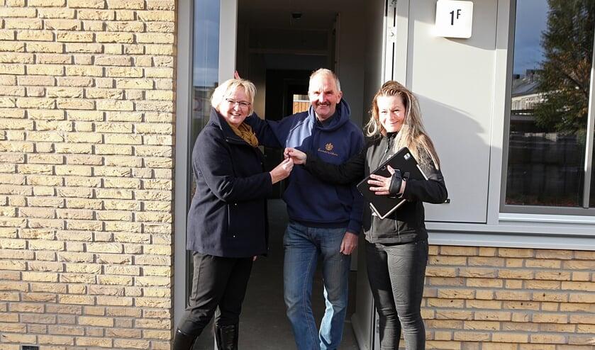Cees en Annita komen uit Gemert en kregen dinsdagmorgen de sleutel van Evelijn Bruekers van Area.